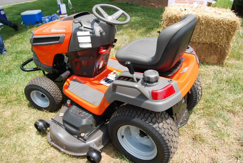 Husqvarna riding mower:small lawn tractor